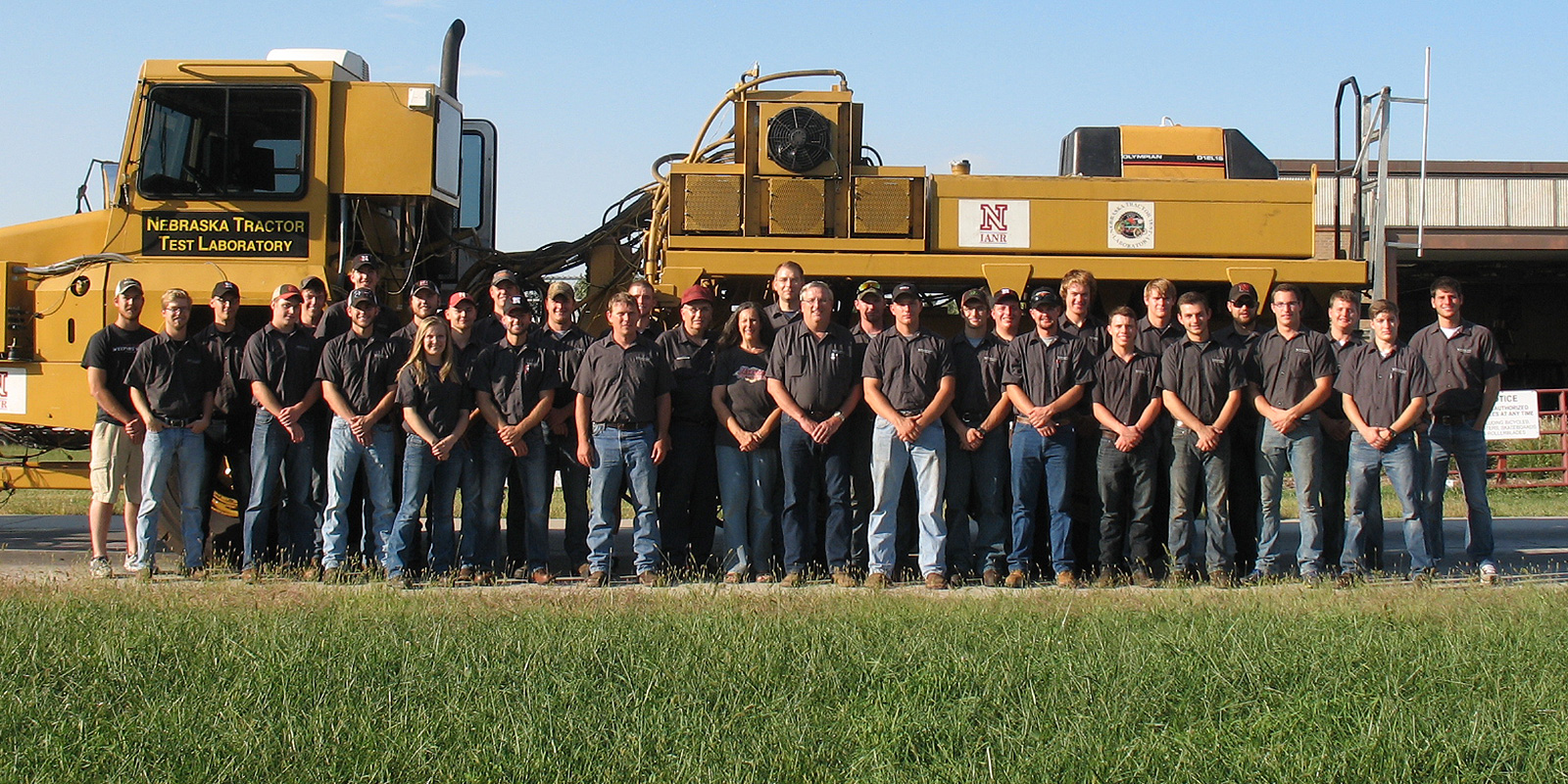2016 students in front of test tractor
